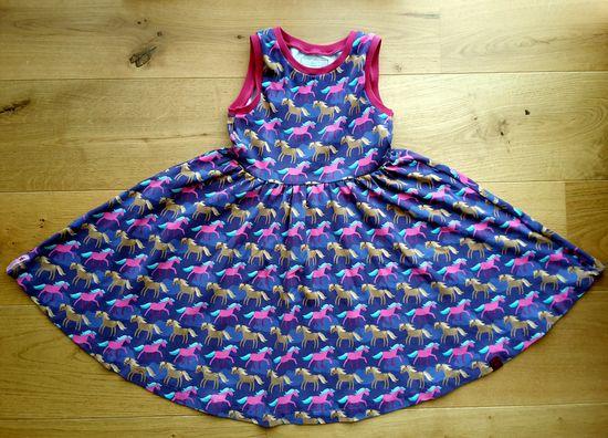 Schnittmuster AnniNanni kleine Ballerina-Kleid von Anni Nanni als e-book, Papierschnitt für Mädchen in Kategorie Kleid (86–152)