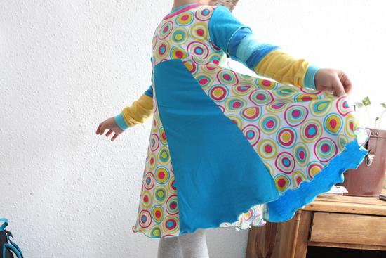 Kostenloses Schnittmuster Kapuzenkleidchen von Schnabelina