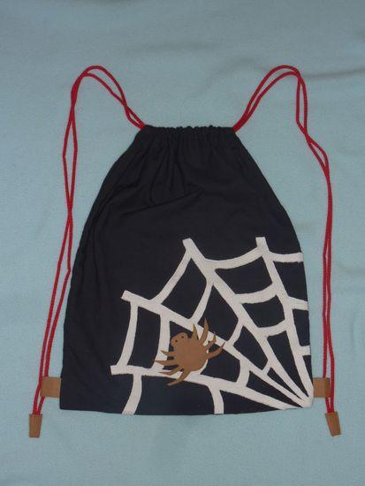 Foto zu Schnittmuster Spinnennetz-Turnbeutel von Näh-Connection