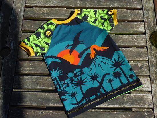 Produktfoto für Schnittmuster timtom No.18 Raglanshirt mit vorne-wie-hinten-Ausschnitt (Onno) von timtom