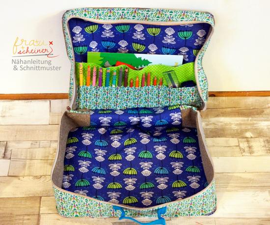 Mit diesem Ebook kannst du einen Koffer nähen, der sich vielfältig einsetzen lässt:  als Reisekoffer für den Urlaub, als Puppenköfferchen, als Aufbewahrung für Verkleidungen oder auch als Picknickkoffer. Das Schnittmuster ist Variantenreich und lässt viel Raum für deine Kreativität. Mit drei verschiedenen Fächern für Stifte, Papier und Kleinkram findet alles seinen Platz darin. Außen angebracht sind die Fächer sehr praktisch, um die wichtigsten Dinge griffbereit zu transportieren. Das kann d