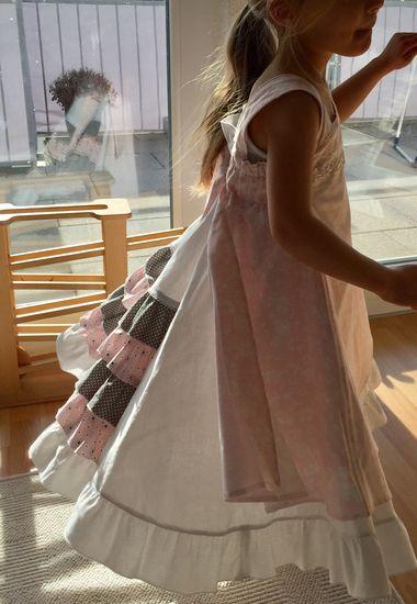 Schnittmuster Feliz von Studio Tantrum als Papierschnitt für Mädchen in Kategorie Kleid (86–140)