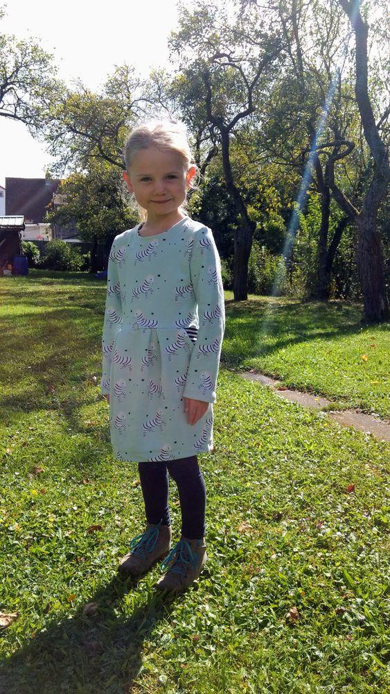 Foto zu Schnittmuster Kinder-Sweatkleid Rosa von pattydoo