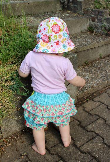 Schnittmuster #03 Ruffle back von Ottobre Design als Papierschnitt für Babies, Mädchen in Kategorie Hose (62–110)