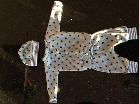 Foto zu Schnittmuster Baby-Beanie von Sara & Julez