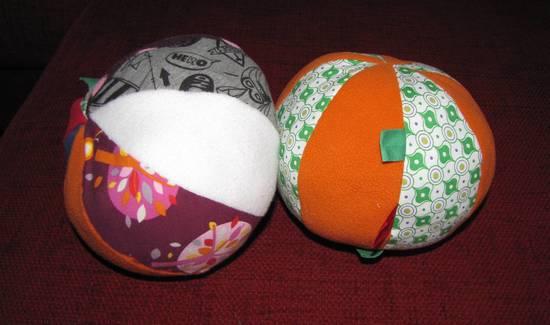 Foto zu Schnittmuster Baby Basics 2: Spielball von Krumme-Nadel