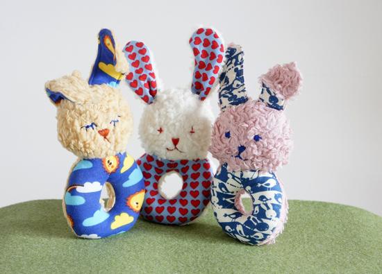 Produktfoto für Schnittmuster Babyrassel Hase Finn von Frau Scheiner