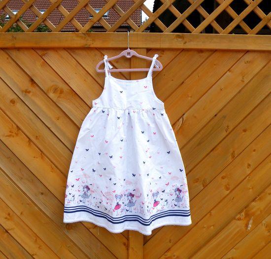 Foto zu Schnittmuster Lillesol basics No. 22 Trägerkleid von Lillesol & Pelle