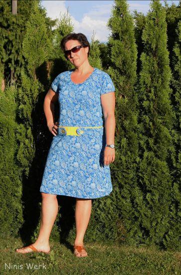 Produktfoto für Schnittmuster Raglankleid Frau Alma von Hedi