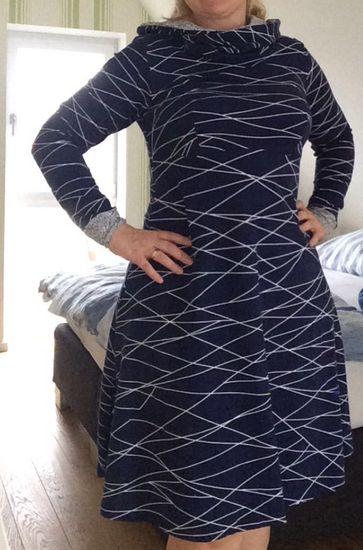 Schnittmuster AnniNanni Kuschelkleid von Anni Nanni als e-book, Papierschnitt für Damen in Kategorie Kleid